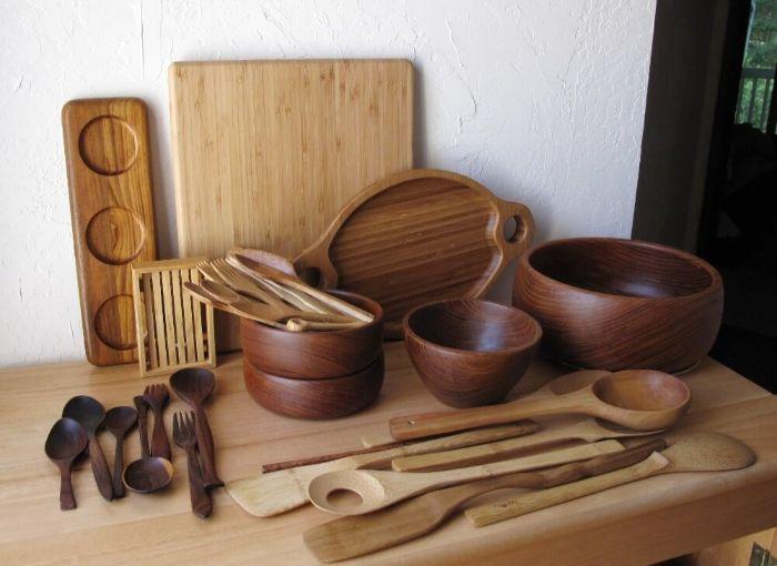 Nên dùng dụng cụ nhào bột để nguyên liệu được trộn đều với nhau